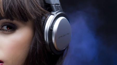 rice-headphones-on-a-girl