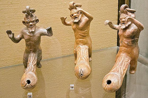 Photo 4 Statuettes de Priape, dieu gréco-romain de la fertilité, à l'érection permanente
