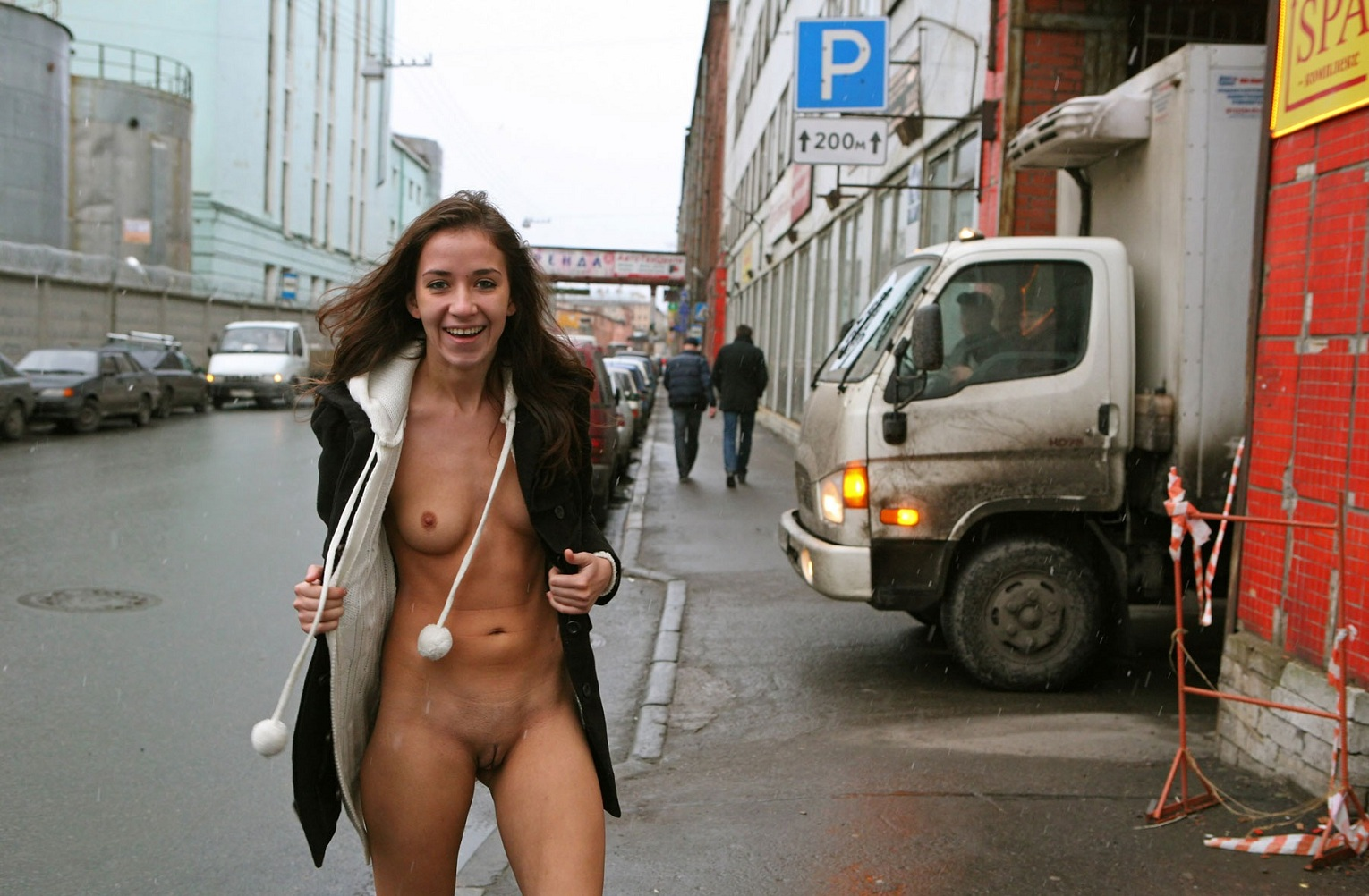 Young-chick-flashes-her-naked-body-on-the-street-2