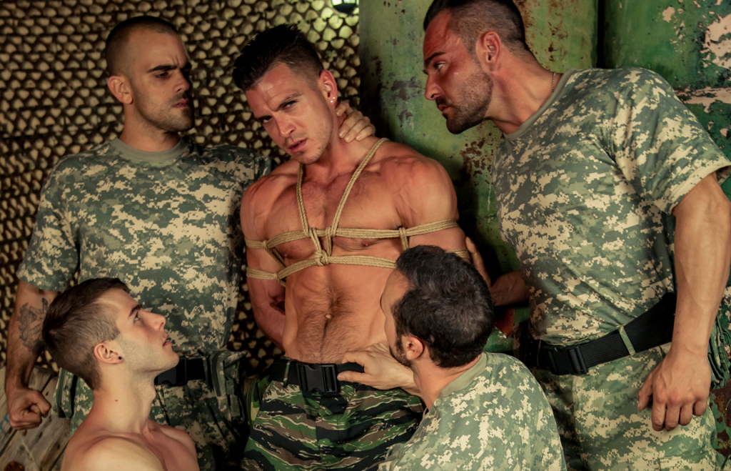 Galerie gay homme militaire