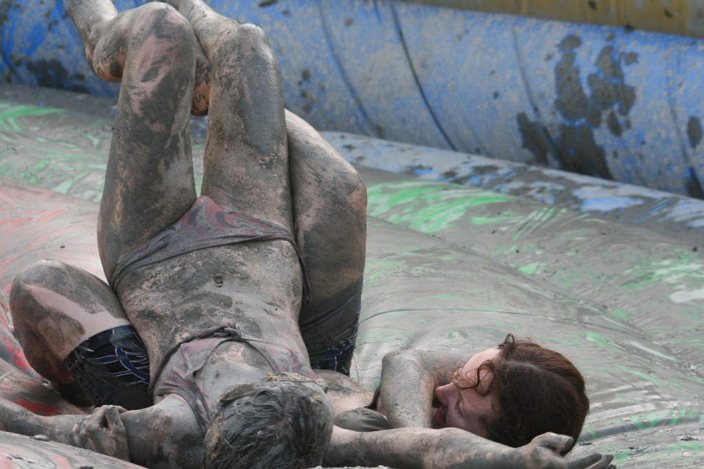 _Fighting__girls_at_the_Mud_Fest_2008