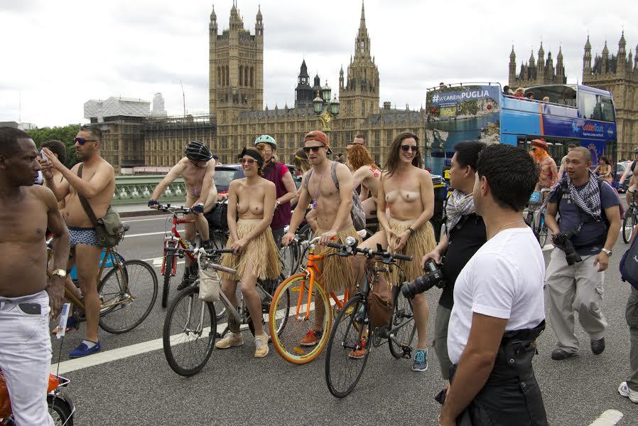 Jeux de rallye biker nus