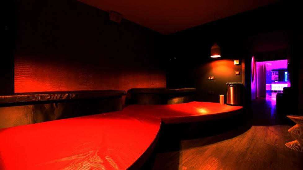 le spa 360 le sauna libertin le plus beau la voix du x. Black Bedroom Furniture Sets. Home Design Ideas