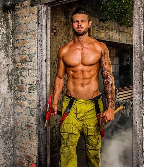 LVDX - Métiers qui font le plus fantasmer (Les) - Visuel (6) - Pompier