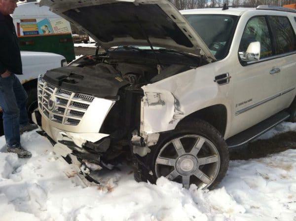 LVDX - US 25 - Et Dieu dans tout ça - Visuel (X) - La voiture de Crystal après son accident