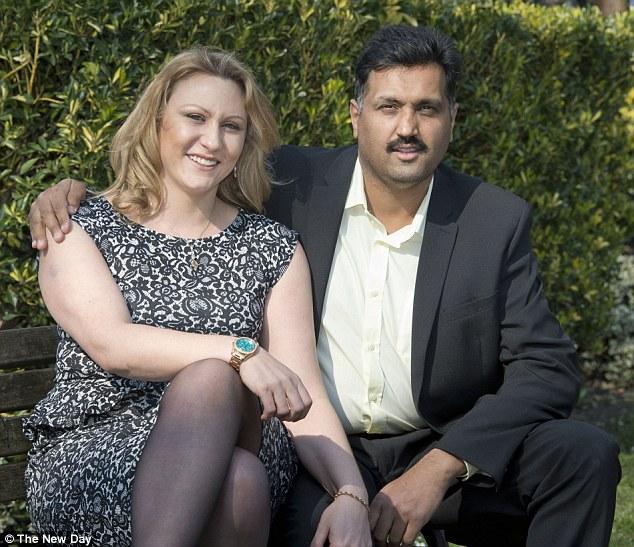 LVDX - US 31 - L'homme au pénis bionique - Visuel (4) - Mohammed Abad et sa bienfaitrice Charlotte Rose