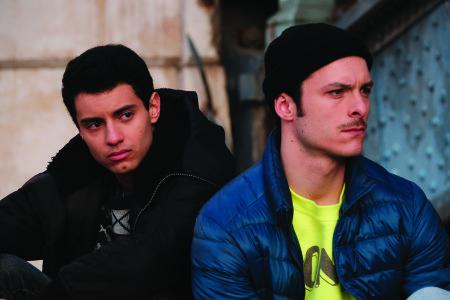 Hicham et Thibaut, interprétés par Mehdi Meskar et Eric Pucheau