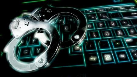 LVDX - US 33 - Visuel (1) - US police working on the net