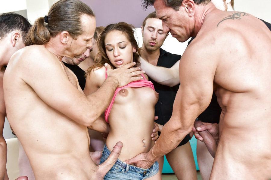 porno-tolpa-bab-i-muzhik-pishnie-russkie-mamki-seks