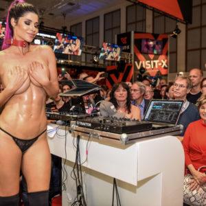 Reportage gonzo au Salon de l'Erotisme