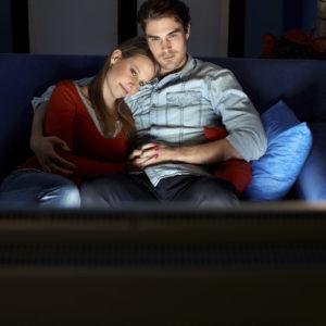 Doit-on regarder du porno en couple ? (Et si oui, comment y arriver ?)